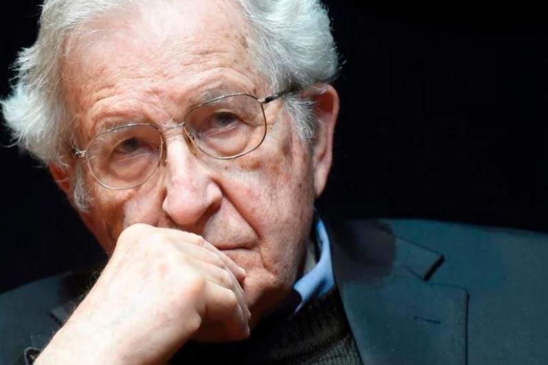 """Noam Chomsky: """"Tenemos poco tiempo para decidir si la vida humana sobrevivirá"""""""
