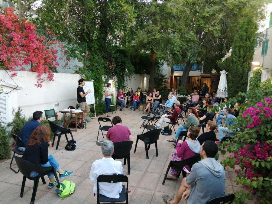 Primera trobada de col·lectius per fer front comú a la crisi des de l'àmbit social