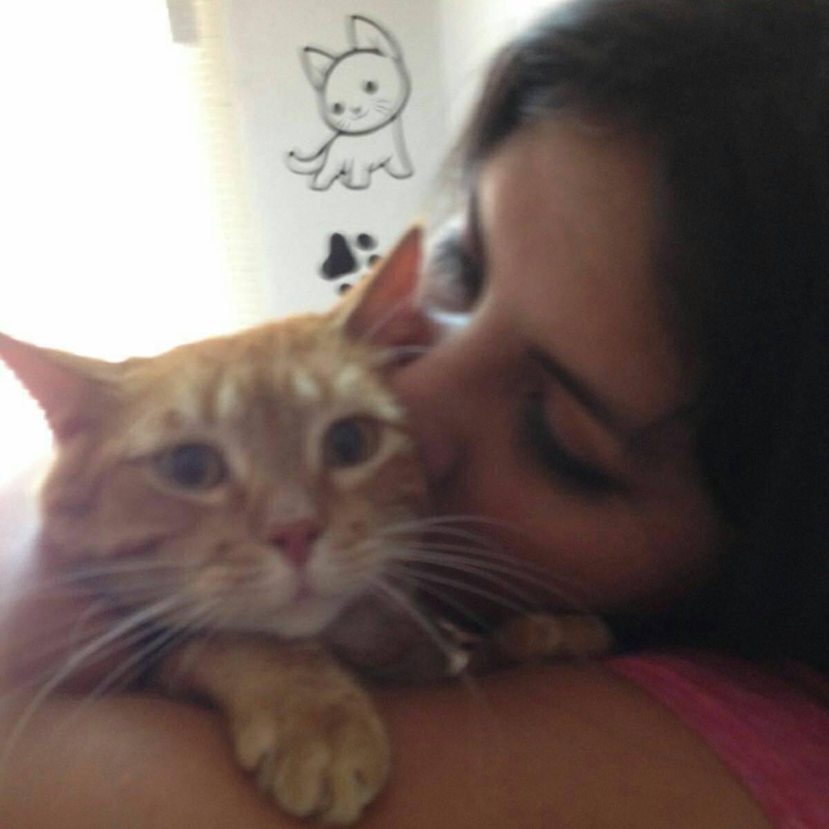 Mami y yo el día que me recogió y llevo a la veterinaria